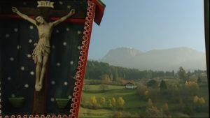 344817534-crocifisso-passo-di-montagna-alto-adige-autunno