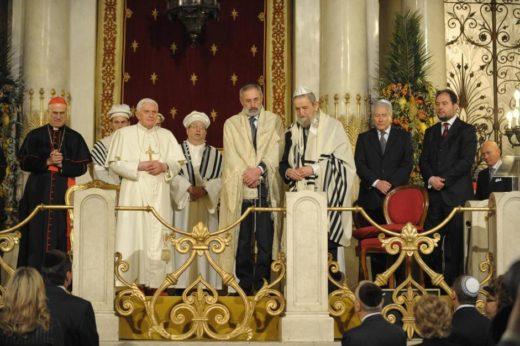 PAPA: GENNAIO 2010, BENEDETTO XVI IN SINAGOGA A ROMA