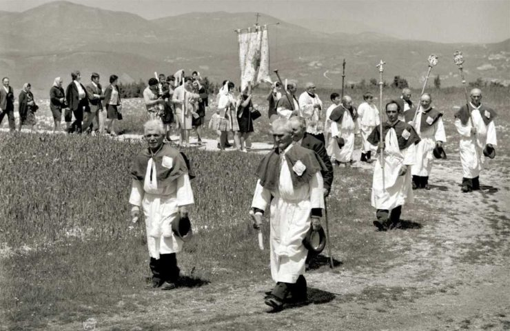 ob_955265_n-carver-la-processione-a-postignan